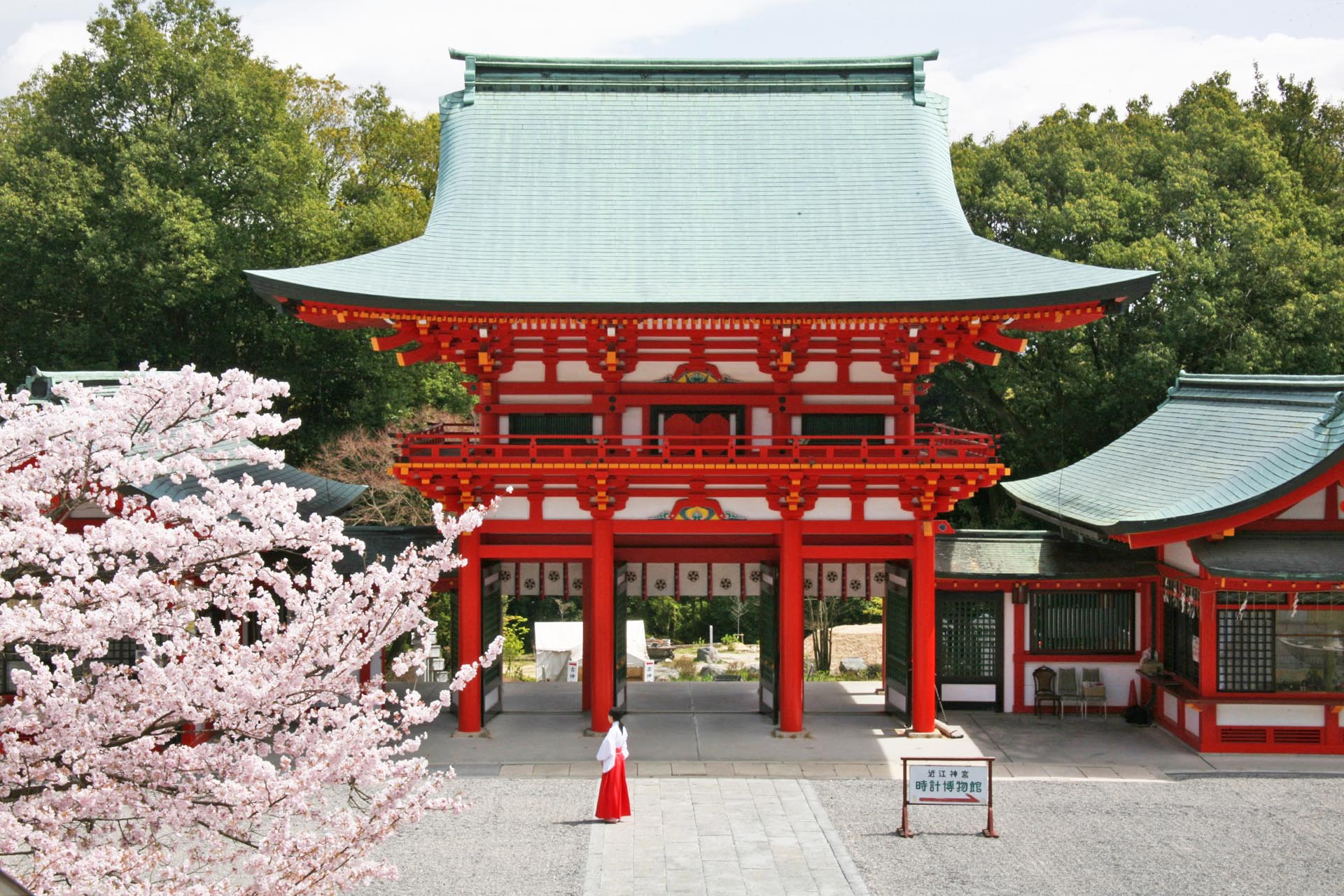 春の近江神宮 滋賀の風景