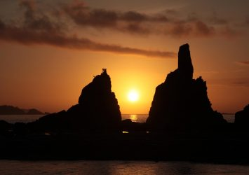 朝の橋杭岩 和歌山の風景
