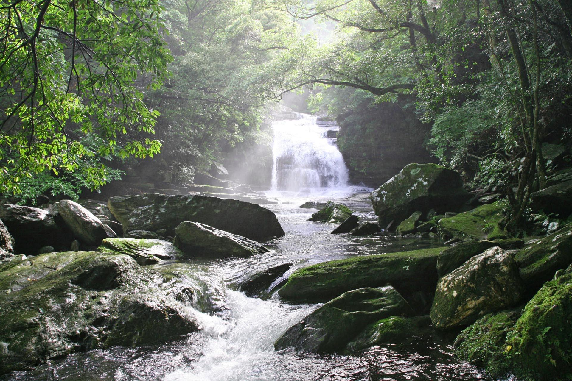 つがね落としの滝 長崎の風景