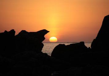 橋杭岩と朝日 和歌山の風景
