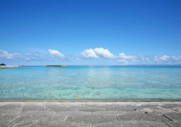 夏の海 沖縄の風景