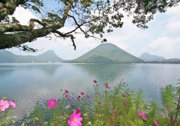 榛名山と榛名湖 群馬の風景