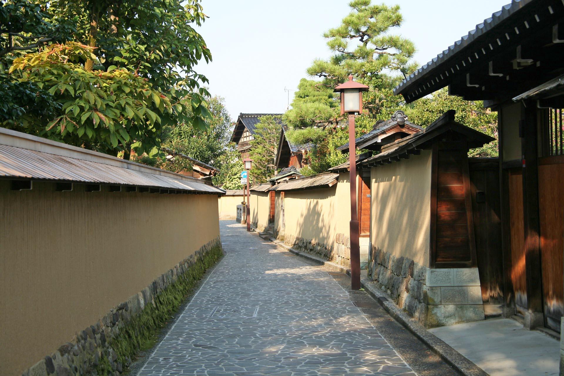 朝の金沢 長町武家屋敷通り 石川の風景